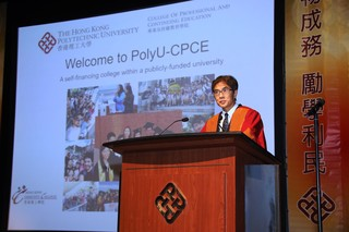 CPCE Dean Prof. Peter Yuen shares with the freshmen the satisfactory results  achieved by CPCE in the Student Barometer (SB) exercise, a global survey of  students' experience.